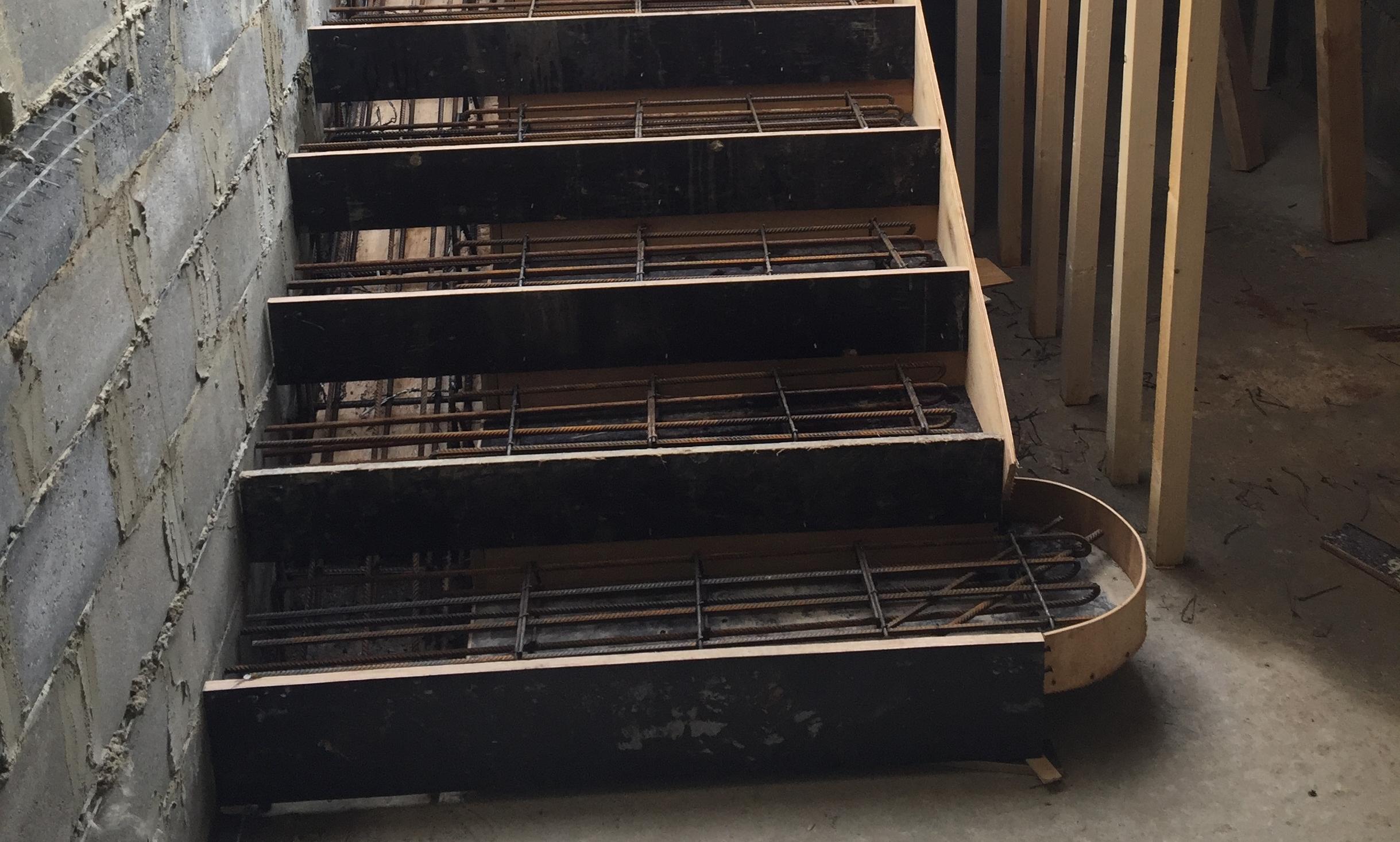 Монолитная лестница в г. Дубна (Подмосковье)