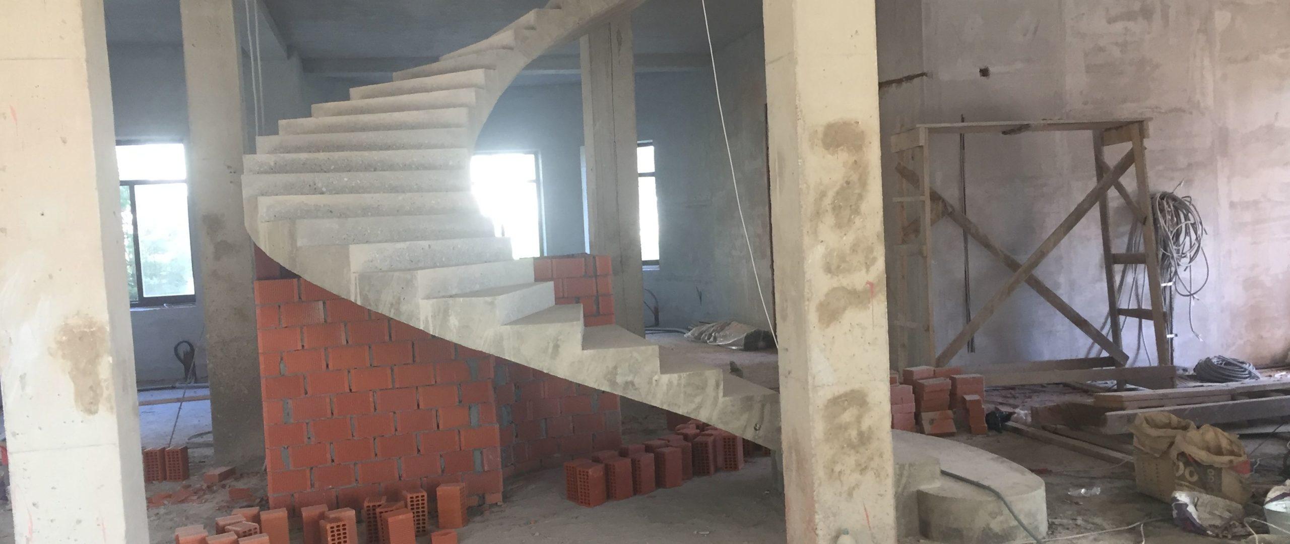 Бетонная лестница в Троицке